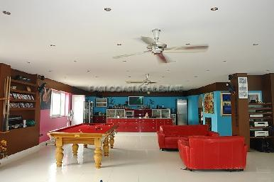 Cosy Beach Mansion 30
