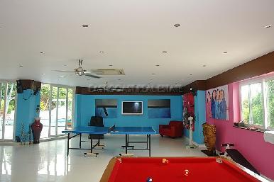 Cosy Beach Mansion 29
