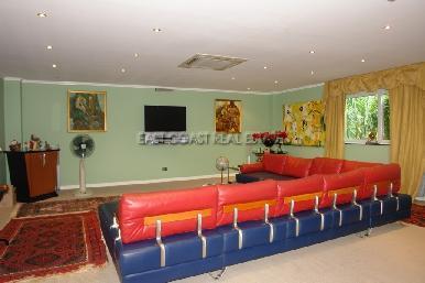 Cosy Beach Mansion 24