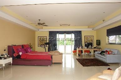 Cosy Beach Mansion 22