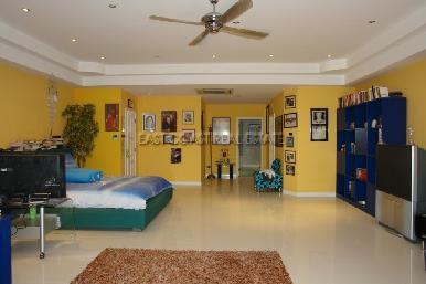 Cosy Beach Mansion 10