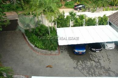 Cosy Beach Mansion 9