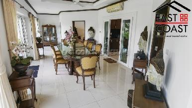 Luxury pool villa 28