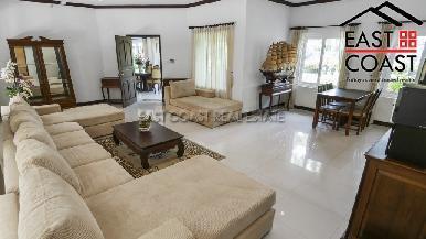 Luxury pool villa 5