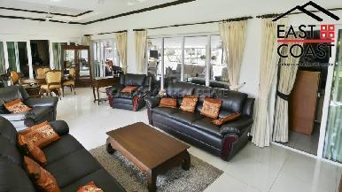 Luxury pool villa 9