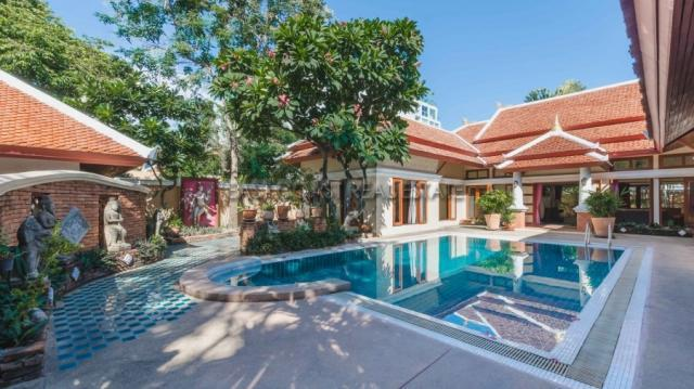 Pratumnak Pool Villa