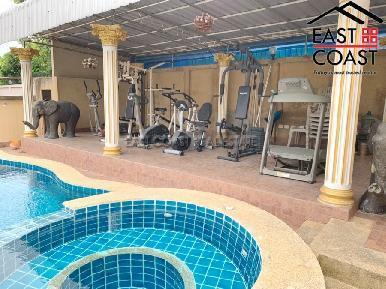 Private House At Soi Thung Klom Tan man 7