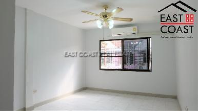 Town house in Soi Arunothai 21