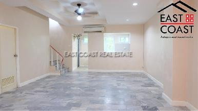 Town house in Soi Arunothai 1