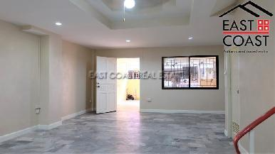 Town house in Soi Arunothai 8