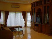 1301029395 Livingroom