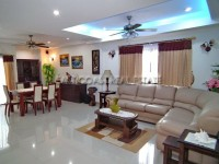 Chaiyapruek Apartments condos For Rent in  Jomtien