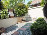 Classic Garden Home  1045210
