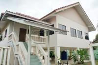 House soi wat boon houses For Sale in  Jomtien