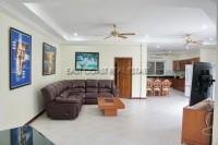 Majestic Residence 976715