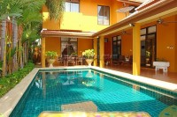Private Pool House houses For Sale in  Jomtien
