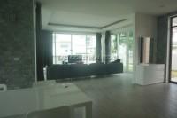 Seabreeze Villa 832218