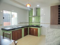 Town house in Soi Arunothai 103033