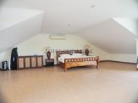 Tudor Villas 1018415